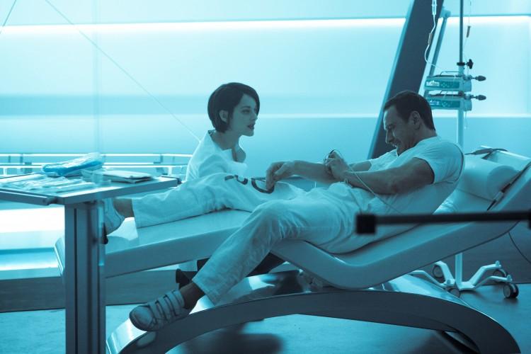 Dra. Sophie e Callum Lynch em Abestergo