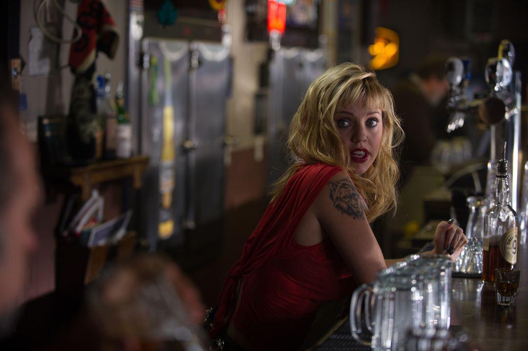 Kelli Garner como Glenna