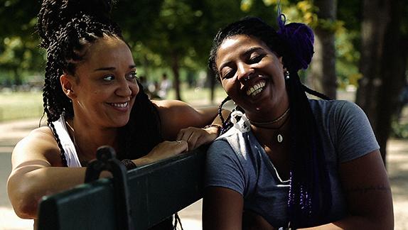 Roberta e Luz Ribeiro, que também foi competir com suas poesias em Paris