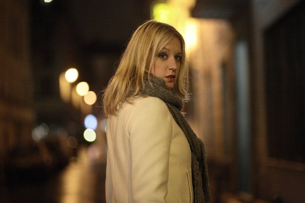 Ludivine Sagnier como Julie