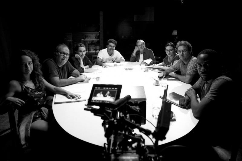 Os atores lendo o texto de Nelson Rodrigues
