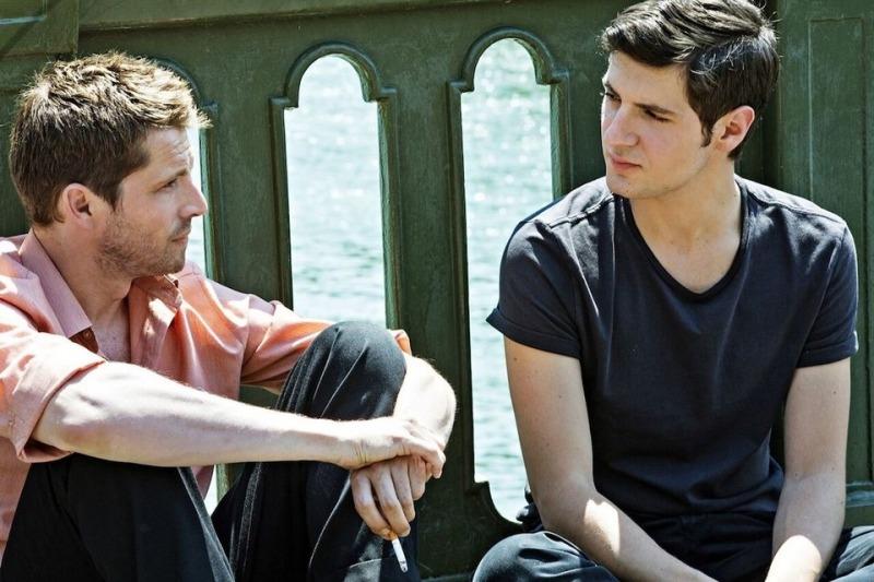 O filme narra a história de amor entre Jacques e Arthur