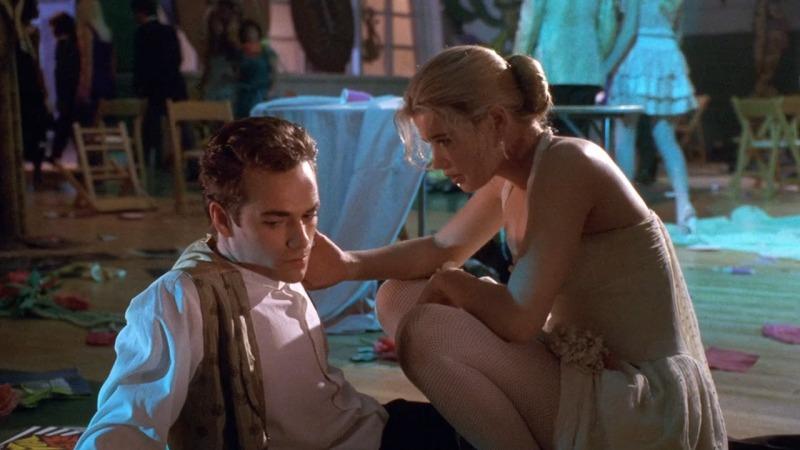 Luke Perry e Kristy Swanson no filme de 1992