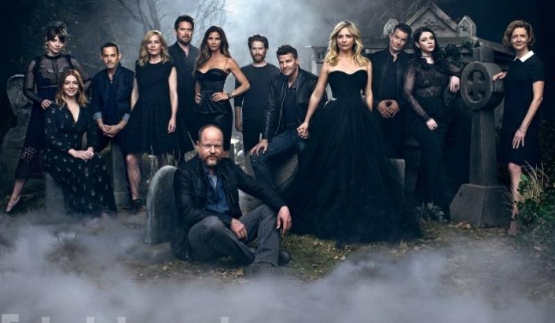 O elenco na comemoração de 20 anos da série, em 2017