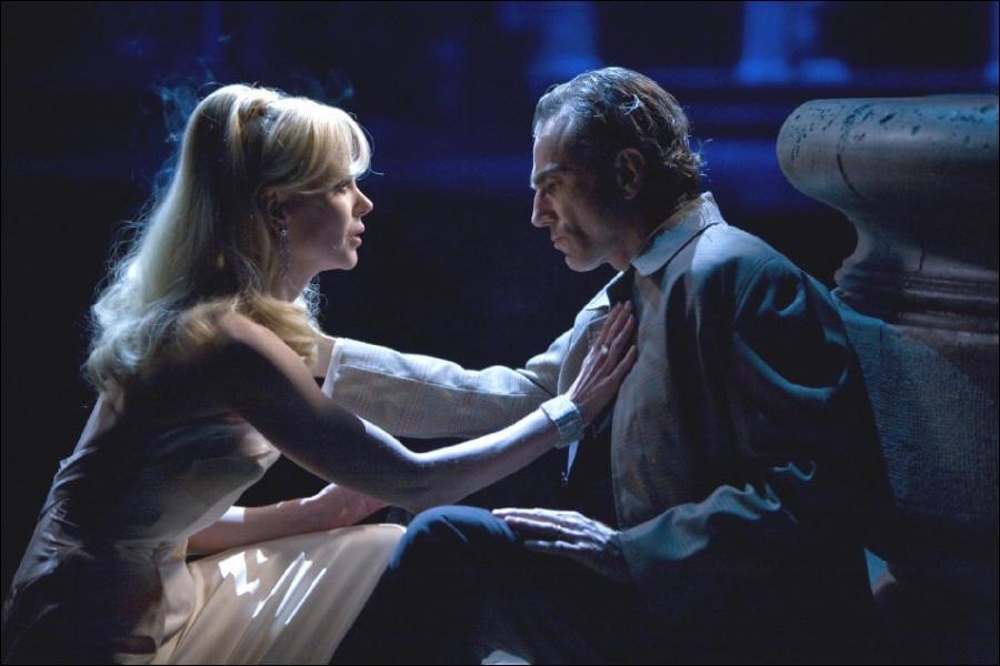 Nicole Kidman e Daniel Day-Lewis como Claudia e Guido