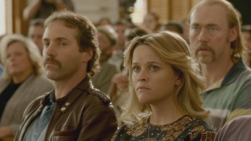 Alessandro Nivola e Reese Witherspoon como Terry e Pamela Hobbs no filme Sem Evidências