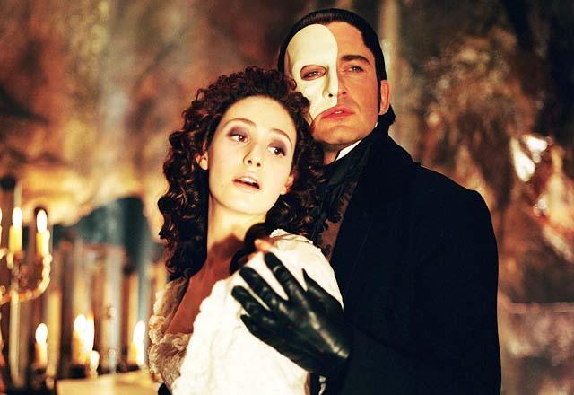 Emmy Rossum e Gerard Butler como Christine e o Fantasma