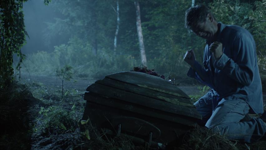 Pierce Brosnan em cena da série
