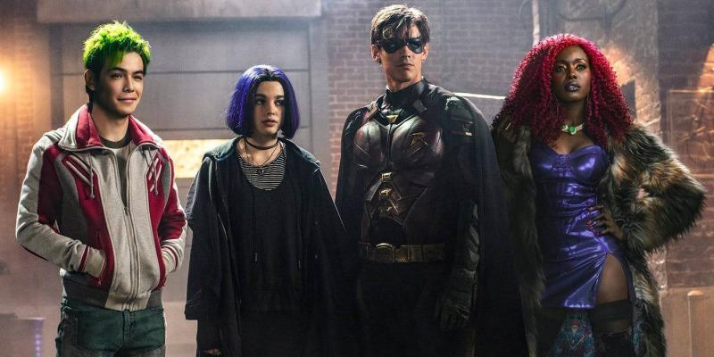Mutano, Ravena, Robin e Estelar são os Titãs