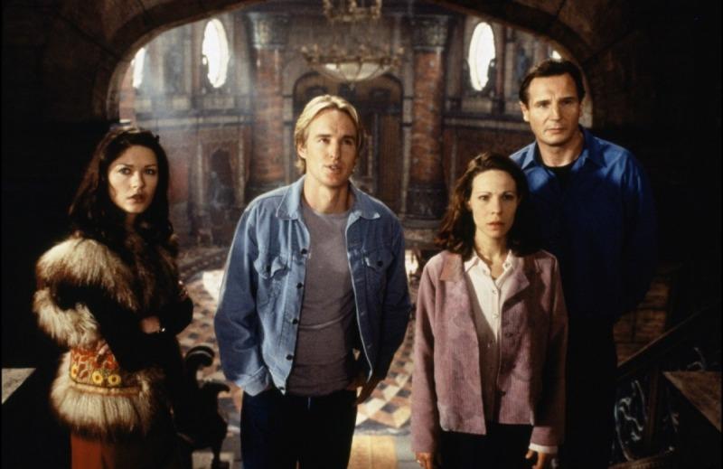 Catherine Zeta-Jones, Owen Wilson, Lili Taylor e Liam Neeson em cena de A Casa Amaldiçoada