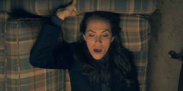 Kate Siegel como Theodora em A Maldição da Residência Hill