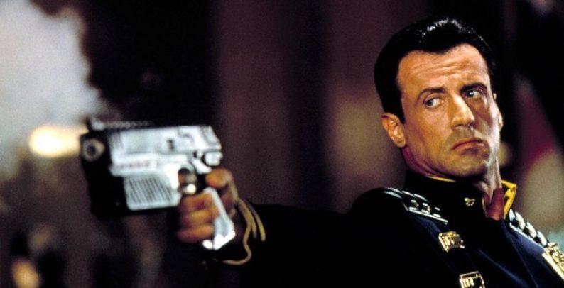 Sylvester Stallone na versão de 1995 de Dredd