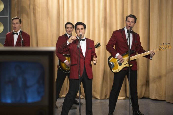 A banda se apresenta em um programa de TV