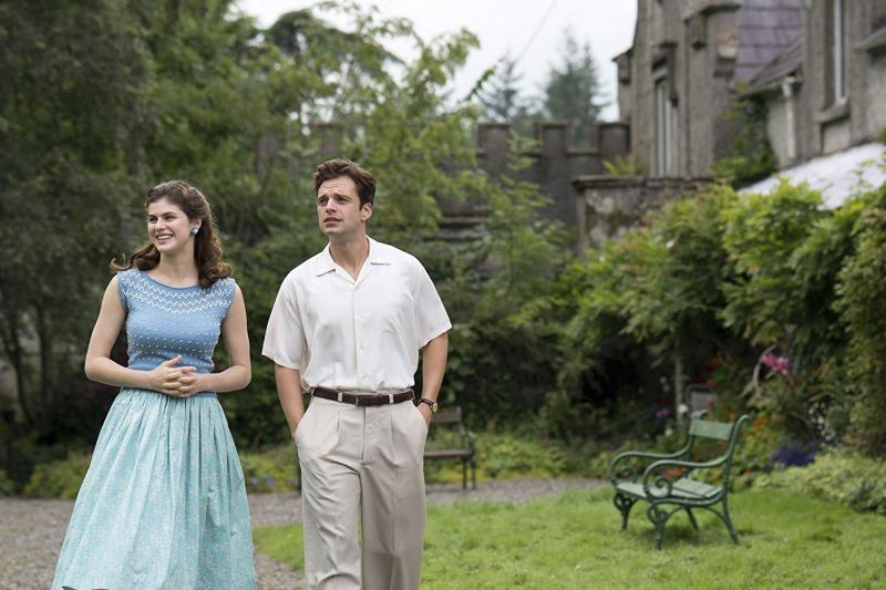 Alexandra Daddario como Constance e Sebastian Stan como Charles