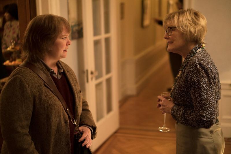 Lee Israel e sua agente pedante Marjorie (Jane Curtin) em Poderia Me Perdoar?