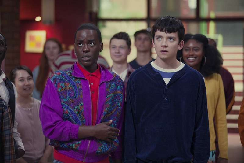 Ncuti Gatwa é Eric e Asa Butterfield é Otis em Sex Education