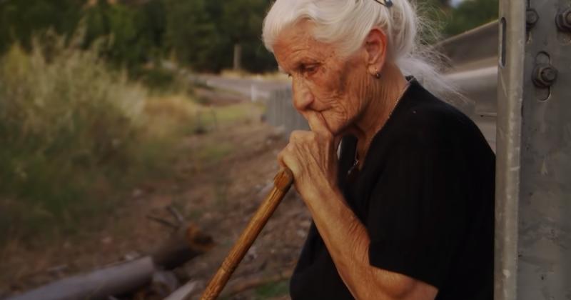 O documentário acompanha pessoas que procuram seus parentes desaparecidos