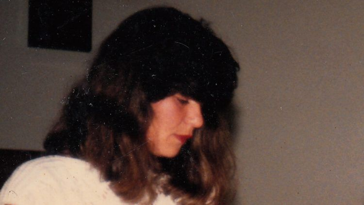 Cristiano Burlan investiga a vida e a morte de sua mãe em Elegia de um crime