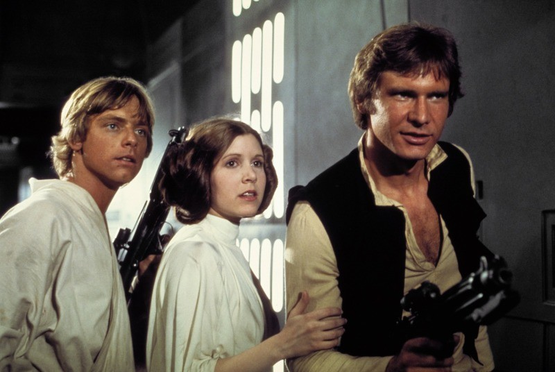 Mark Hamill, Carrie Fisher e Harrison Ford em cena de Star Wars: Uma Nova Esperança
