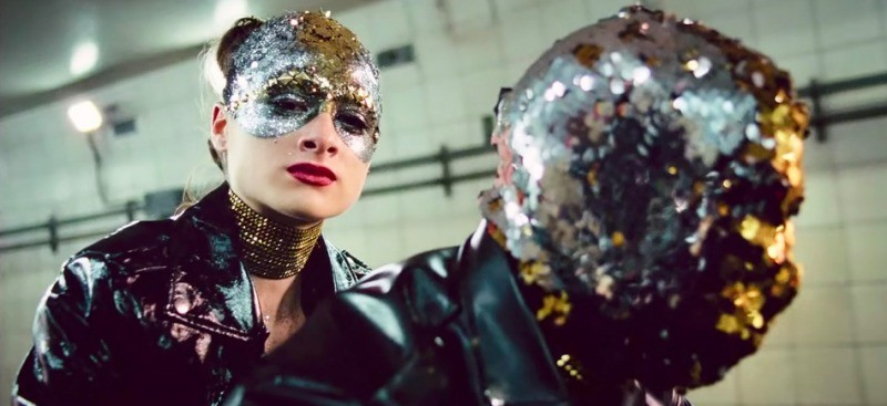 Cena de videoclipe gravado por Celeste em Vox Lux