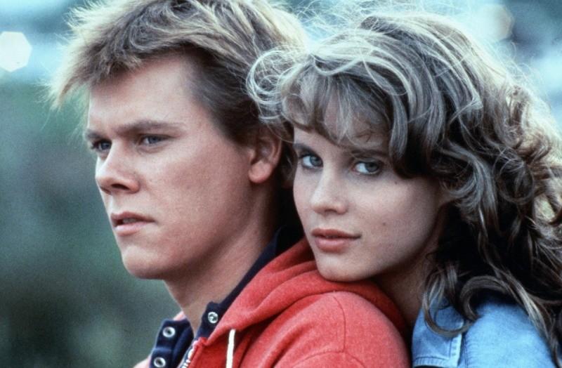 Kevin Bacon e Lori Singer como Ren e Ariel