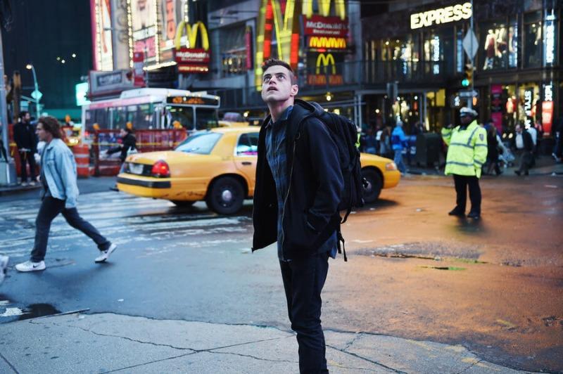 Rami Malek em cena de Mr. Robot