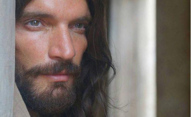 Julián Gil como Jesus