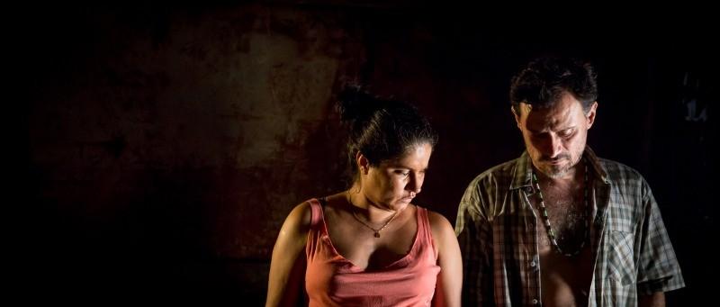 Marleyda Soto e Enrique Díaz em cena do filme