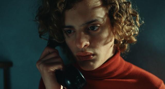 Lorenzo Ferro como Carlitos em O Anjo