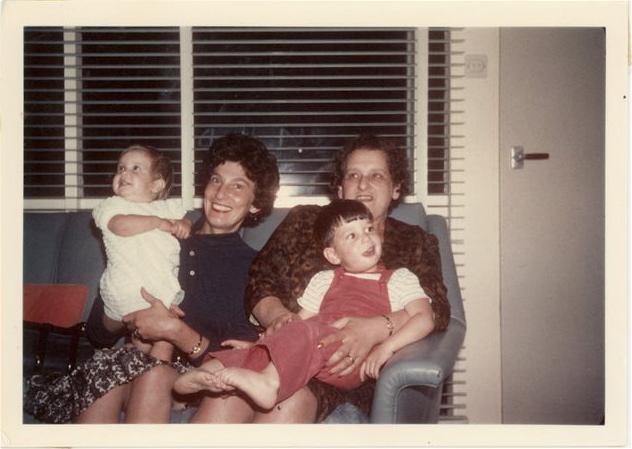 Gailman quando criança, com a família