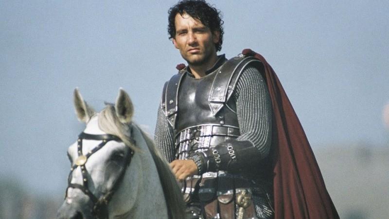 O Rei Arthur de Clive Owen, no filme de 2004