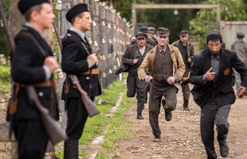 O filme Sobibor acompanha prisioneiros em um campo de concentração