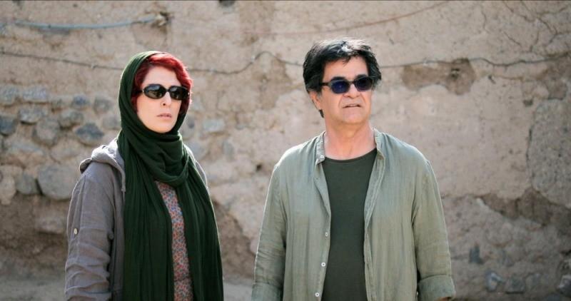 Behnaz Jafari e Jafar Panahi em cena do filme Três Faces