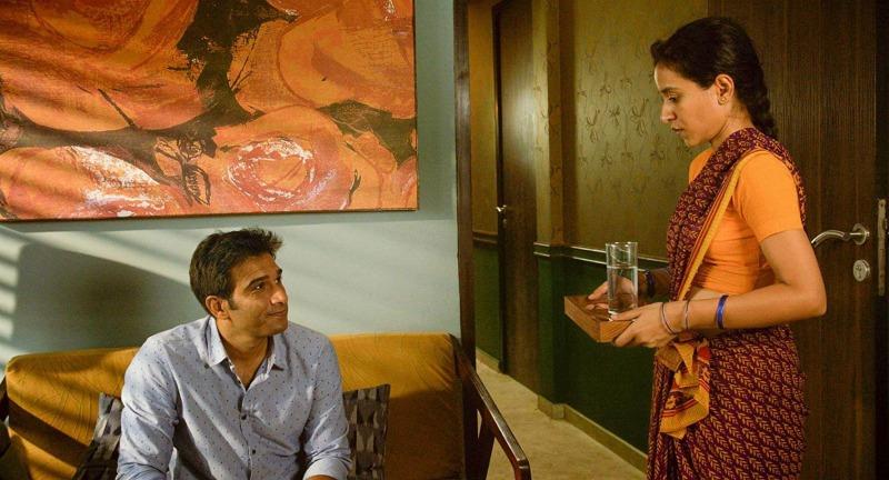 Ratna e Ashwin em A Costureira de Sonhos