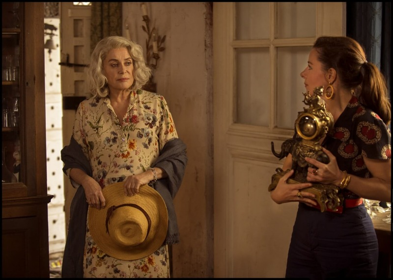 Catherine Deneuve é Claire Darling e Laure Calamy é Martine