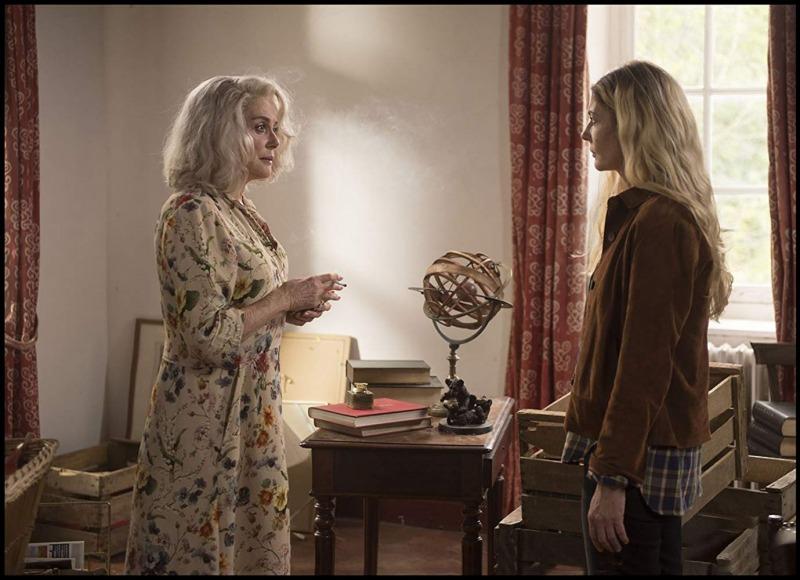Mãe e filha em cena de A Última Loucura de Claire Darling