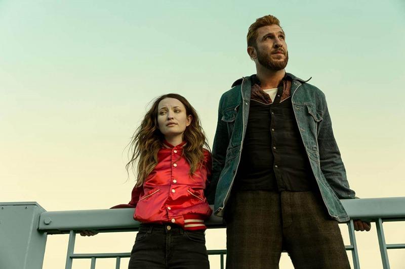 Emily Browning e Pablo Schreiber em American Gods - 2ª Temporada