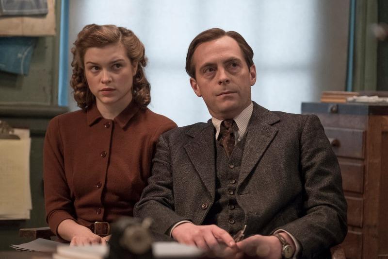 Joan e Max em A Espiã Vermelha