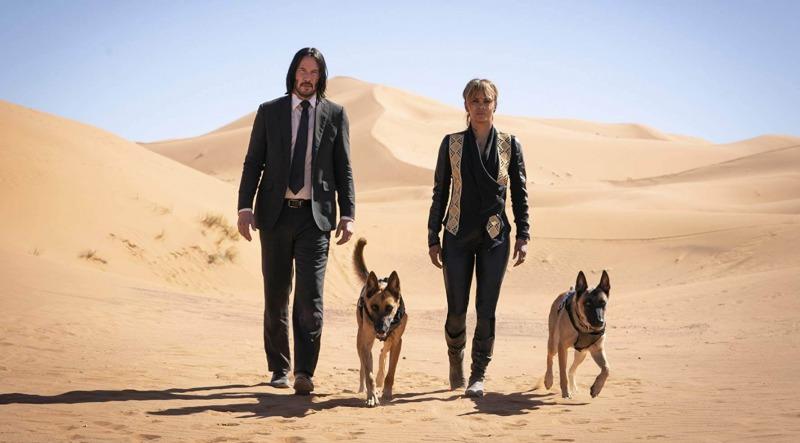 Keanu Reeves, Halle Berry e os cães em Parabellum