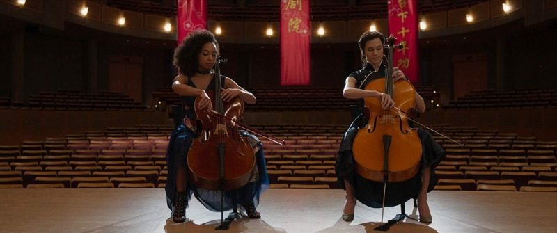 Logan Browning e Allison Williams em The Perfection