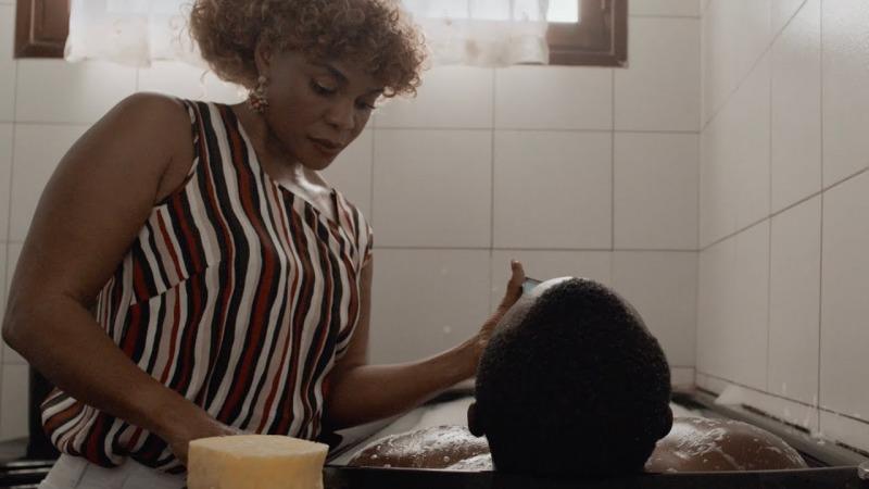 O filme Eu Não Sou Uma Bruxa fala sobre preconceito