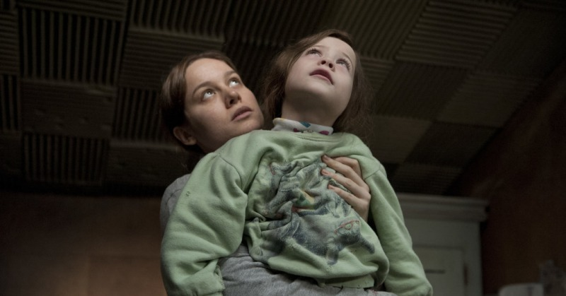 Jack e sua mãe vivem presos em um quarto