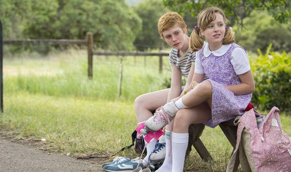 Camille, ainda adolescente com a irmã, Marian