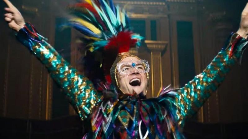 Rocketman recria os figurinos de Elton John