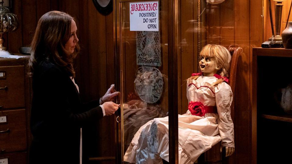 Lorraine Warren tranca a boneca em Annabelle 3