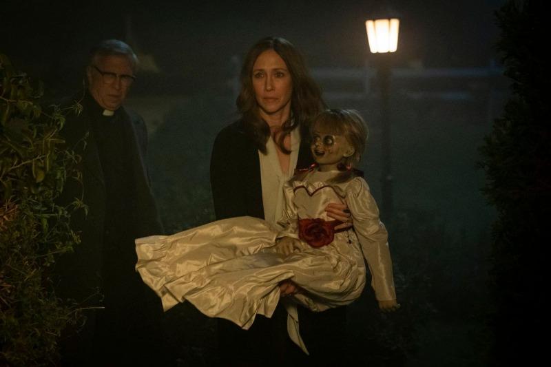O filme se passa em um período em que Annabelle está na casa dos Warrens