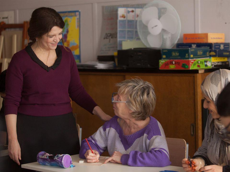 Isabelle ensina pessoas de diversos lugares diferentes em Boas Intenções