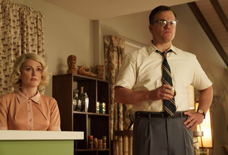 Julianne Moore e Matt Damon em cena de Suburbicon