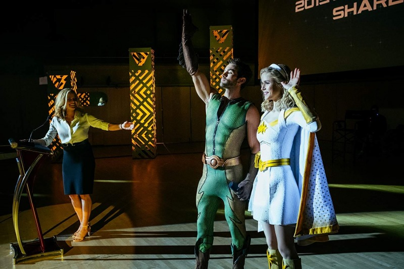 Elisabeth Shue, Chace Crawford e Erin Moriarty em cena de The Boys
