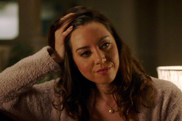 Audrey Plaza como Karen em Brinquedo Assassino